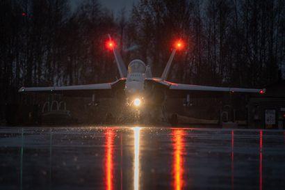 Lapin lennoston syksyn yölentokoulutus alkaa – Jyrinää voi kuulua myös Koillismaan taivaalla hävittäjien lentäessä Kajaaniin