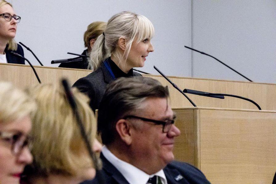 Perussuomalaisten tuore varapuheenjohtaja Laura Huhtasaari (ps.) ihmetteli puolueen syrjäyttämistä hallituksesta. Arkistokuva.