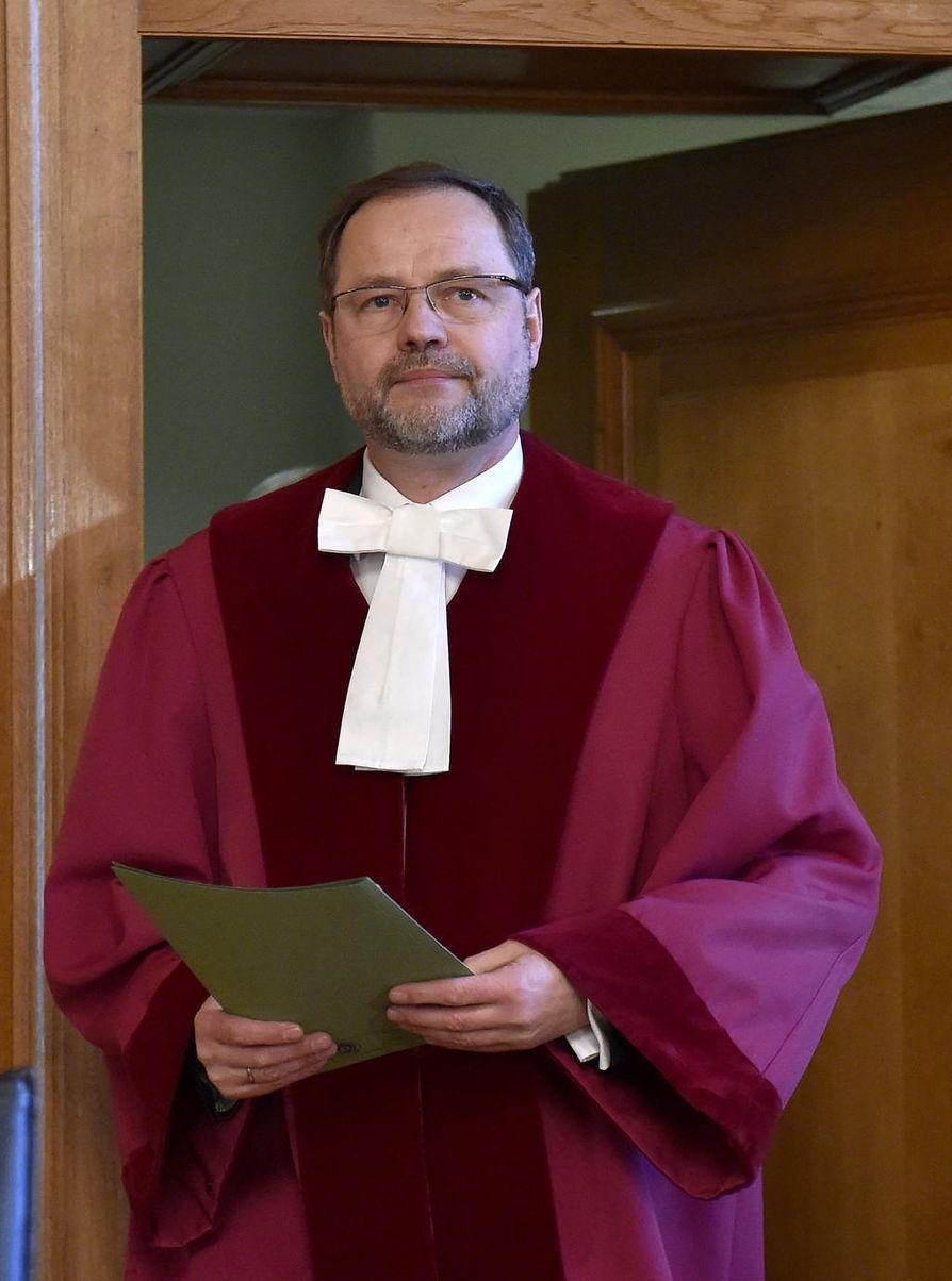 Tuomari Andreas Korbmacher saapui kertomaan liittotasavallan hallinto-oikeuden odotetusta diesel-päätöksestä Leipizigissa.