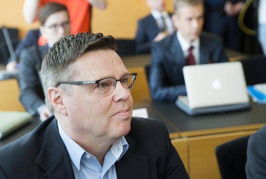 STT:n tietojen mukaan Jari Aarnion autotallissa on lojunut tietolähteiden papereita.