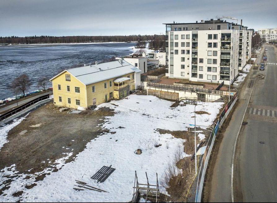 Entisen makeistehtaan konttorirakennus Hartaanselän rannassa on ollut pitkään tyhjillään. Jos purkulupa heltiää, sen tilalle rakennetaan samannäköinen asuintalo. Tontille nousee lisäksi vielä yksi korkea kerrostalo.