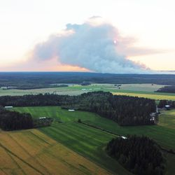 Torstai on hyvin ratkaiseva päivä – Kalajoen jättipalossa palanut noin 300 hehtaaria, sammutustyöt jatkuvat sadan henkilön voimin