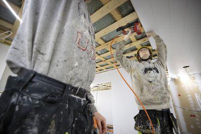 """Rakennustyömailla on pulaa työnjohtajista, mutta ala ei kiinnosta nuoria – Rakennusliiton Oulun osaston puheenjohtaja: """"Rakentaminen ei lopu koskaan, eikä tätä alaa voida viedä Kiinaan"""""""