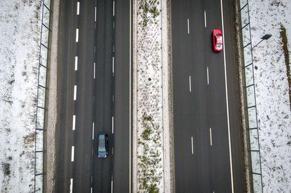Kuusi kaistaa sujuvoitti Pohjantien liikennettä – Kysyimme, koska oikealta saa ohittaa