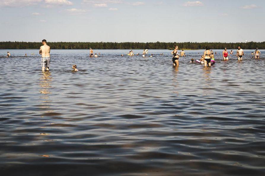 Järvien pinnat ovat matalalla ja pintalämpötilat korkealla.
