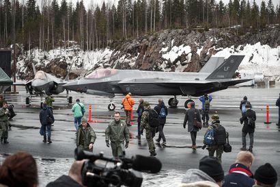 Konsulteille lähtöpassit hävittäjäneuvotteluista – taustalla ex-komentaja Lindbergin valinta F-35:n lobbariksi