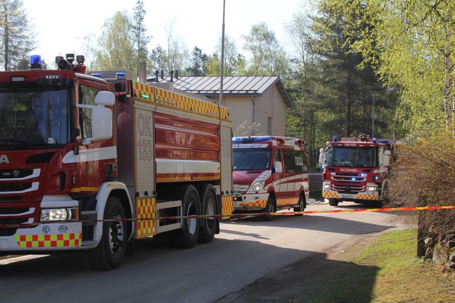 Pelastuslaitoksen yksiköt ovat sammuttaneet keskiviikkoaamun tulipaloa Kastellissa.