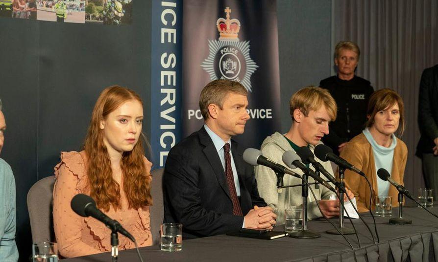 True crimea edustavan sarjan päärooleissa ovat muiden muassa Jessica D'Arcy, Martin Freeman, Charlie Cooper ja Siobhan Finneran.