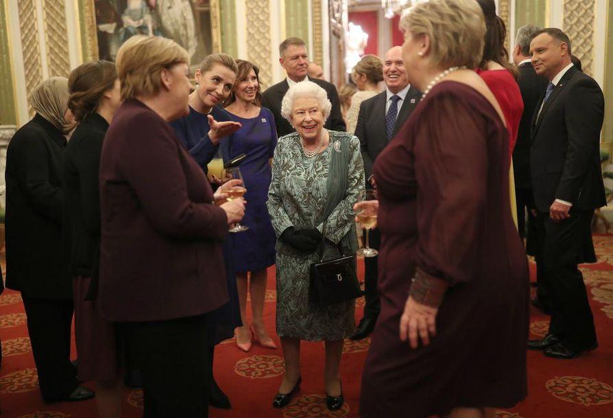 Kuningatar Elisabet II keskusteli vieraiden kanssa Buckinghamin palatsissa, jonne Nato-maiden johtajat kokoontuivat juhlistamaan sotilasliiton 70. vuosipäivää. Nato-jäsenet kokoontuivat tiistaina Lontooseen kaksipäiväiseen tapaamiseen.