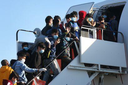 Ensimmäiset turvapaikanhakijat saapuvat Kreikan leireiltä heinäkuussa – koronapandemia ja erityisjärjestelyt alaikäisille viivyttivät suunnitelmia