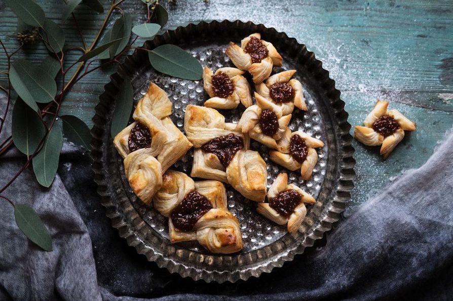 Perinteinen joulutorttu tuunataan aikuiseen makuun viikunahillolla.