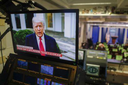 """Somesota kiihtyy Yhdysvalloissa: Twitter jäädytti Trumpin tilejä, Google poisti Parlerin sovelluskaupastaan – Trump: """"Meitä ei hiljennetä"""""""