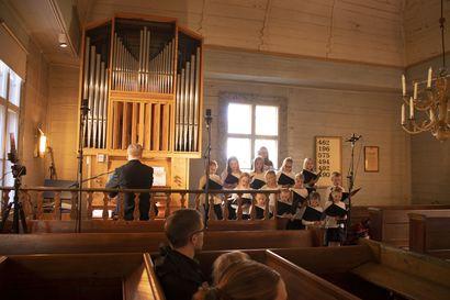 Revonlahden kirkon uudet urut vihittiin käyttöön virttä säestäen