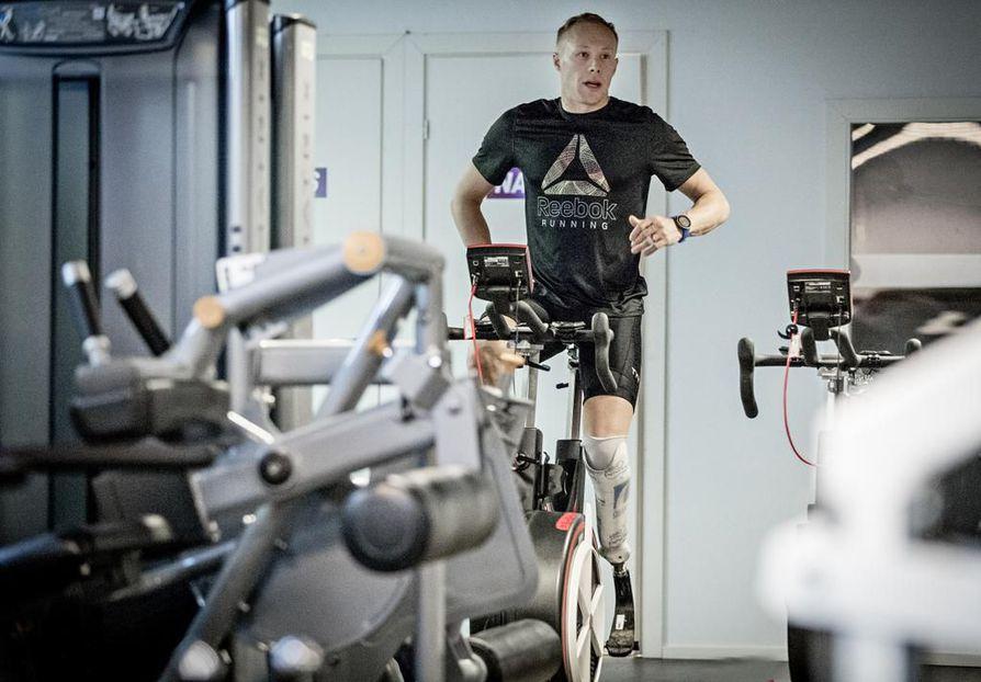 Pyöräharjoitukset Jussi Lotvonen tekee mieluiten sisällä. – Ei tarvitse miettiä mitään muuta. Syksyn aikana olen tehnyt vain kaksi lenkkiä ulkona.