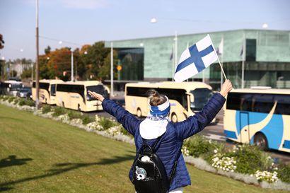 Matkailuala osoitti mieltään poukkoilevasta rajoituspolitiikasta, ja samaan aikaan hallitus päätti uusista matkustusrajoituksista Ruotsiin ja Viroon
