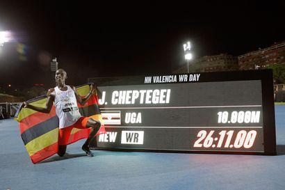 Ugandan vauhtikone Cheptegei hurjasteli 10 000 metrin ME-ajan - Gidey korjasi naisten 5000 metrin ME:tä