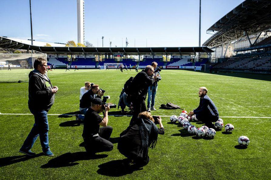 Teemu Pukki saapui Suomeen viime torstaina. Tiistaina hän tapasi suomalaisia mediaväkeä Helsingissä.