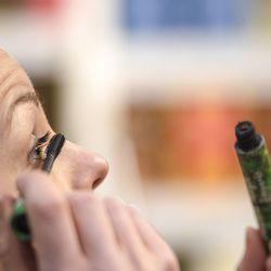 """Yhä useampi valitsee meikkinsä sillä perusteella, että ne haittaavat luontoa mahdollisimman vähän – """"Moni sanoo, että laatu on on ollut parempaa kuin on odottanut"""""""