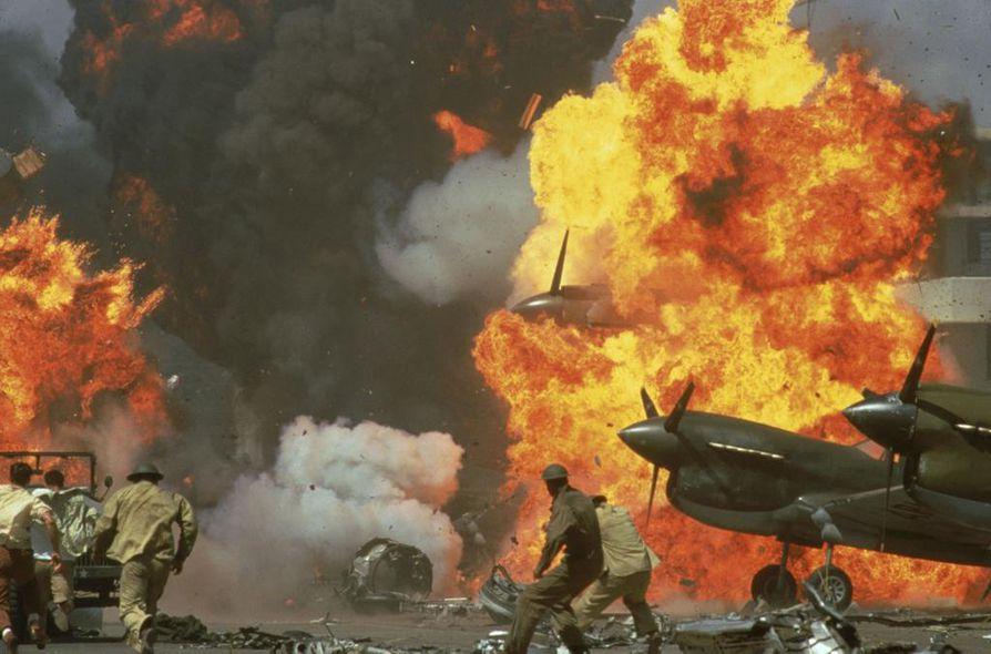 Pearl Harbor -elokuva ei oikein onnistu yhdistämään sodan vyöryä ja kohtalokasta rakkautta.