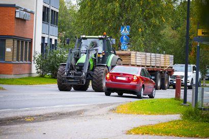 Ely-keskus vakuuttaa: Puimurit mahtuvat jatkossakin kulkemaan Tyrnävän keskustan läpi ja noppakivetys kestää liikenteen