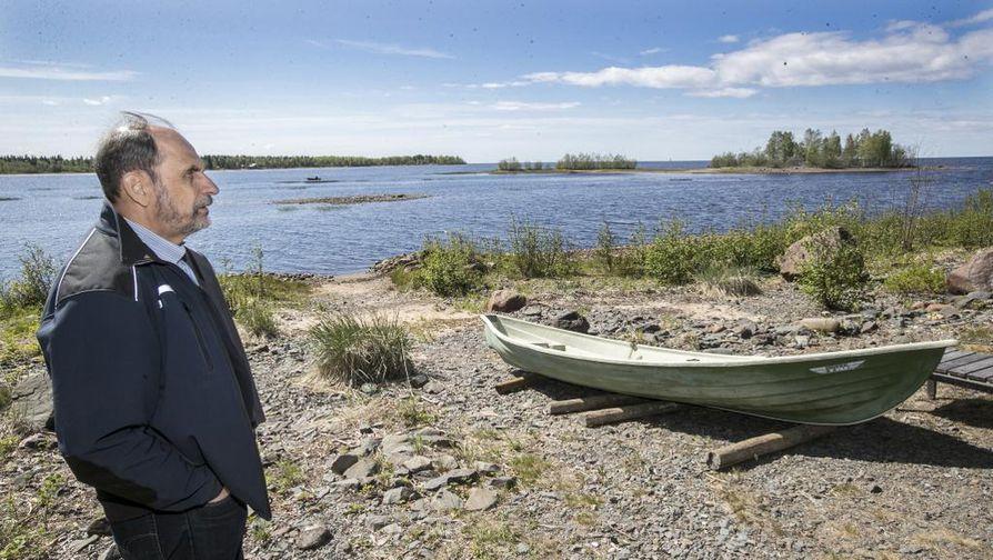 Joni Skiftesvik palaa tuoreessa Finlandia City -romaanissaan lapsuutensa Martinniemeen. Kuvassa näkyvän Hellänleton saaren takaa käynnistyi aikoinaan toinen kirjaa kantavista tarinankaarista, Syöverin säkkirepun tapaus.