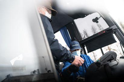 Maski käyttöön, kun astut bussiin –Nevakivellä kuljettajat käyttävät maskia