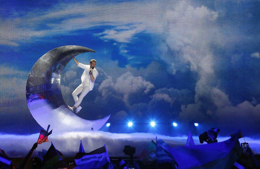 Näyttävät lavashowt kuuluvat euroviisuihin tänäkin vuonna. Kuvassa esiintyy Itävallan Nathan Trent.