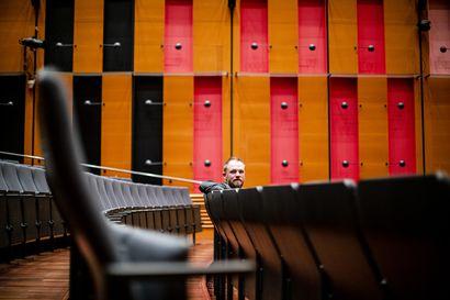 Kapellimestari Tomas Djupsjöbacka aloitti Lapin kamariorkesterin päävierailijana, mutta hän jatkaa siitä, mihin viimeksi jäätiin