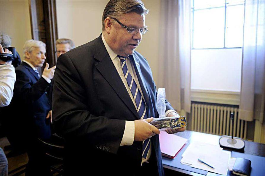 Timo Soini (ps.) ei aio pyytää Bobrikov-vertaustaan anteeksi talouskomissaari Olli Rehniltä (kesk.).