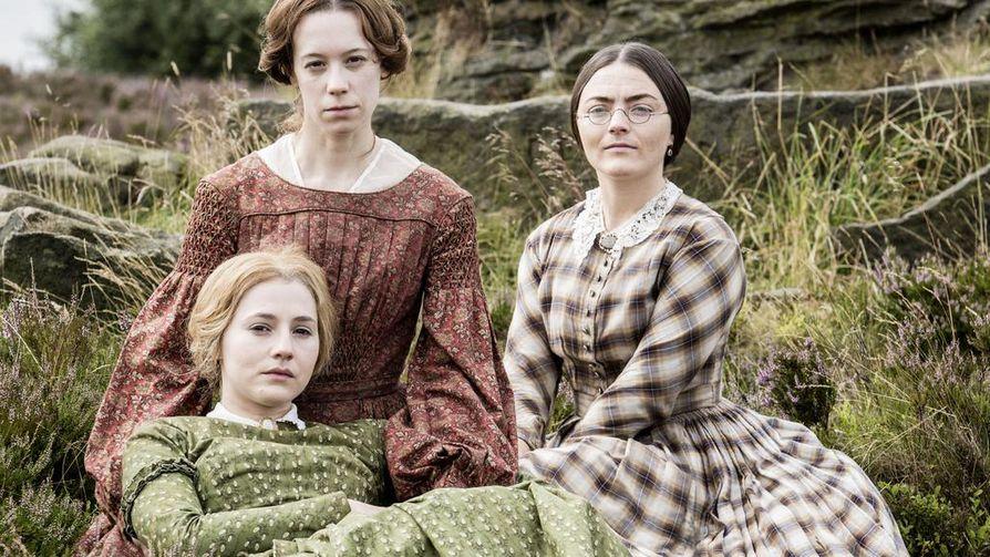 1800-luvun alkupuolelle sijoittuva draama To Walk Invisible kertoo Brontën kirjallisesti lahjakkaista siskoksista, joita ohjasi myös selviytymisen pakko.