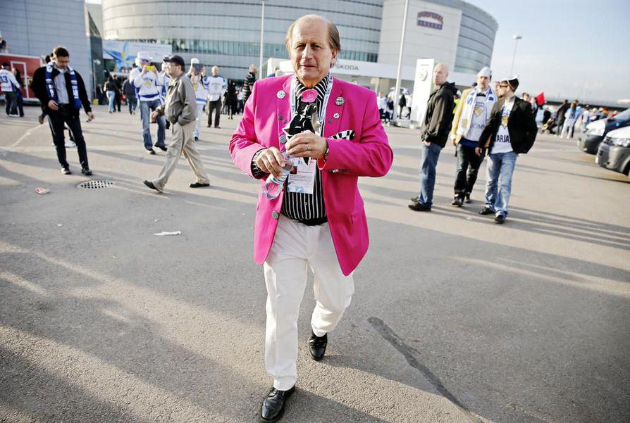 Juhani Tamminen on värikäs persoona myös pukeutumisen suhteen.