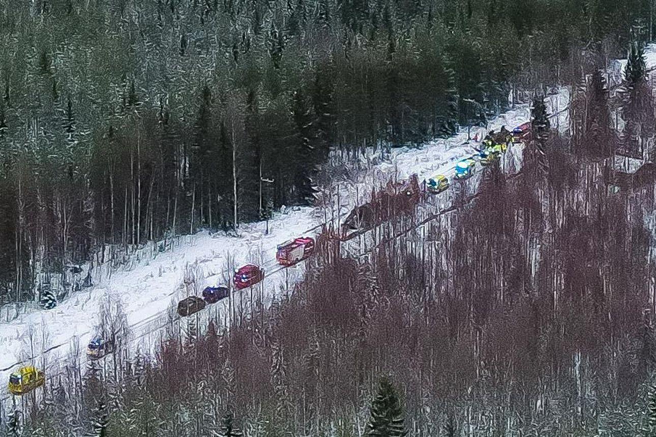 Puolustusvoimien maastokuorma-auto suistui tieltä katolleen Kuhmossa, viisi loukkaantui – kyydissä oli 14 varusmiestä