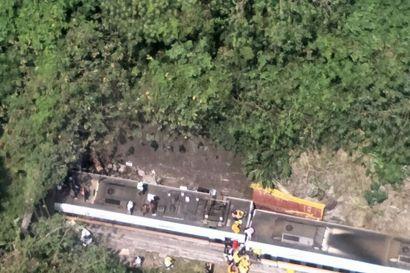 Löysälle jääneen käsijarrun epäillään aiheuttaneen yli 50 ihmisen kuolemaan johtaneen junaturman Taiwanissa