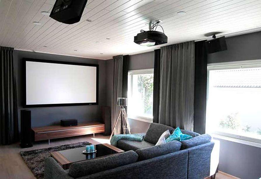 Katja Riipinen ja Pasi Keränen rakensivat videoteatterin kotiinsa. Keskeisiä tavoitteita olivat  laatuhifilaitteiden lisäksi biljardipöytä ja riittävästi tilaa kavereiden oleskella.