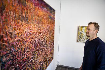Eemil Karila käyttää maalauksissaan estetiikkaa politiikan välineenä