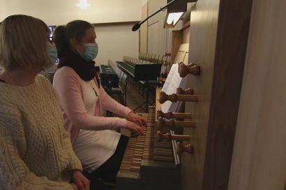 Kempeleen seurakunnan kanttorit toteuttavat musiikkitoiveita – katso videolta mikä oli päätoimittajan toive