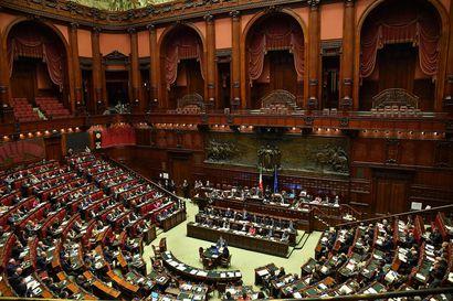 Näkökulma: Perustuslakiuudistus vaikeuttaa pienten puolueiden ehdokkaiden läpipääsyä ja kaventaa siten Italian demokratiaa