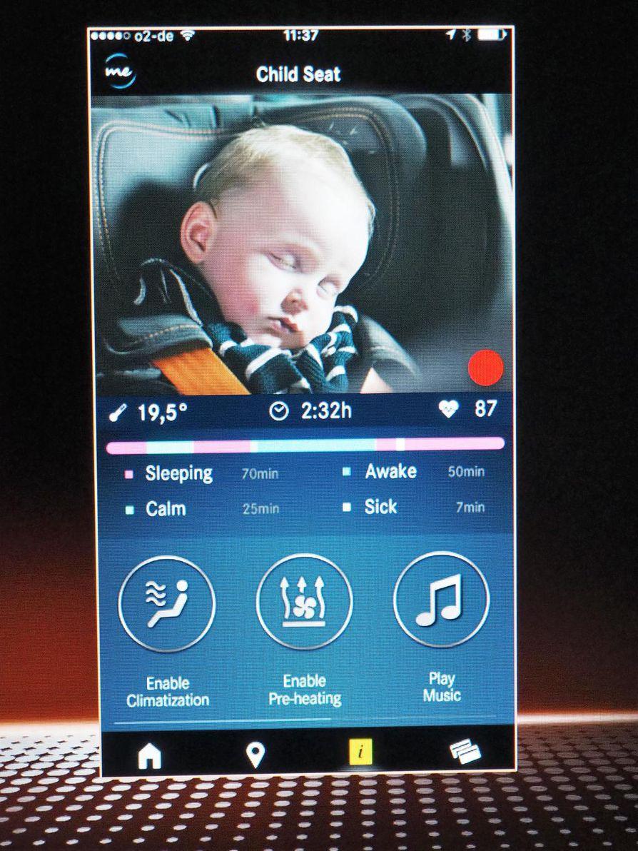 Lapsimatkustajaa voi seurata puhelinsovelluksella.