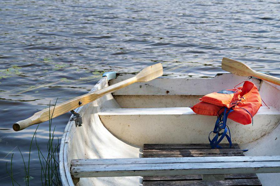 Vesiliikenteeseen liittyvät hukkumiskuolemat tapahtuvat usein melko lähellä rantaa, tutuilla vesillä, jossa ollaan liikkeellä pienehköllä moottori- tai soutuveneellä.