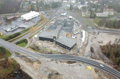 Ympyrät alkavat valmistua – valtatien suuren kiertoliittymän rakentaminen saatetaan loppuun ensi kesänä