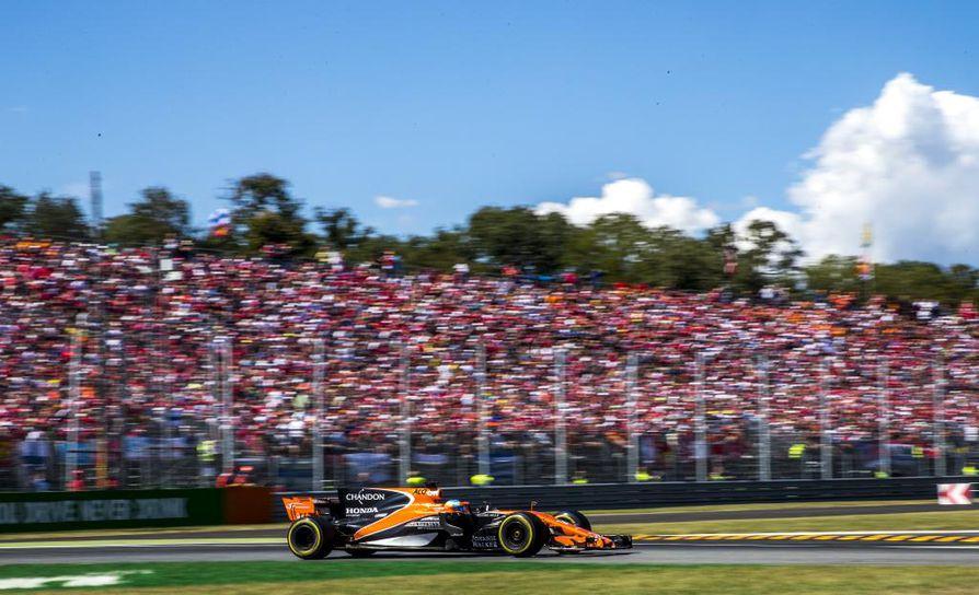 Autosportin mukaan McLaren katkaisee yhteistyönsä Hondan kanssa ja vaihtaa Renault'n voimanlähteisiin ensi kaudesta lähtien.