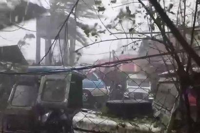 Historiallinen Goni-taifuuni rantautui Filippiineille – tältä voimakkaat tuulet ja rankkasateiden aiheuttamat tulvat näyttävät