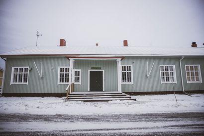 Kerhola on nähnyt Martinniemen sahan nousun ja rappion – seuratalosta piti tulla koti, jonka kunnostusta kyläläiset pitävät kulttuuritekona