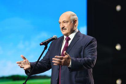 Lukashenko piti salaiset virkaanastujaiset ilman ennakkoilmoituksia – sadat korkea-arvoiset virkamiehet paikalla, yleisölle ei kerrottu