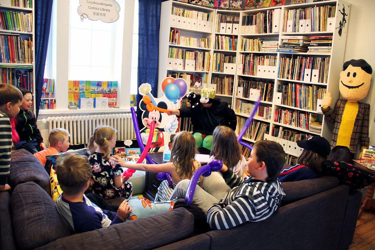 Lempin touhutunneilla mielekästä kesäpuuhaa lapsille – Kemin Jalokivigallerian ja sarjakuvanäyttelyn tiloissa lapset voivat puuhailla kesällä sarjakuvahahmon kanssa