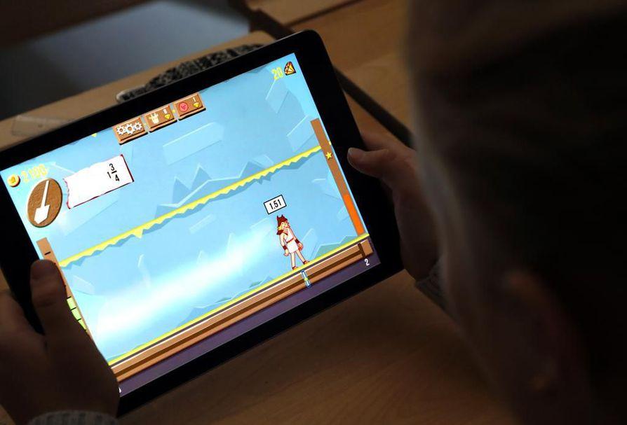 Oppimispelejä käytetään peruskouluissa osana opetusta. Tutkimukset eivät ole kuitenkaan löytäneet pelillisyyden ja hyvän opiskelumotivaation välillä yksiselitteistä yhteyttä. Kuva toisesta pelistä.