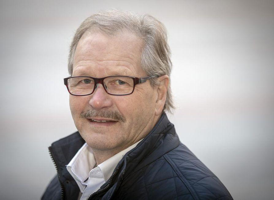 Raimo Piirainen oli lähdössä maakuntavaaleihin, mutta niiden siirryttyä suunnitelma muuttui ja mies aloittelee nyt eduskuntavaalikampanjaa.