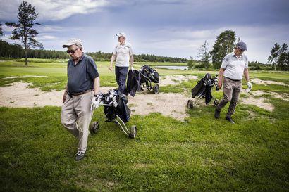 Valvontakamerat ja rajavartijat seuraavat golfin pelaamista Torniossa – Ruotsin raja ylittyy neljä kertaa kierroksella