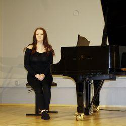 Uusi tapa levittää musiikin iloa on otettu käyttöön Jokilaaksojen musiikkiopistossa, Susanna Sirviö kannustaa katsomaan ja kuuntelemaan