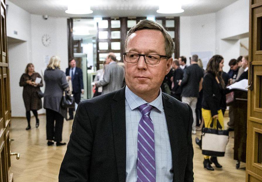 Elinkeinoministeri Mika Lintilä (kesk.).
